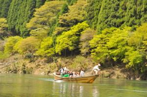 新緑の船風景